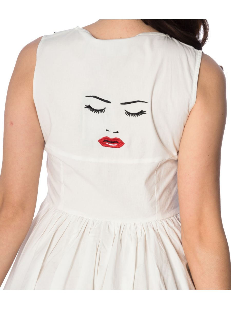 MODEL FACE DRESS